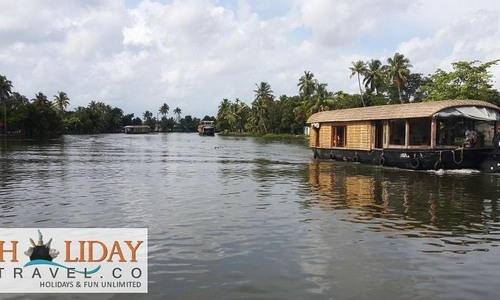 Alleppey Back water Cruise  in House Boat - A Tourist Guide