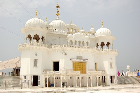 Takht Sri Keshgarh Anandpur Sahib with Naina Devi Tour Package
