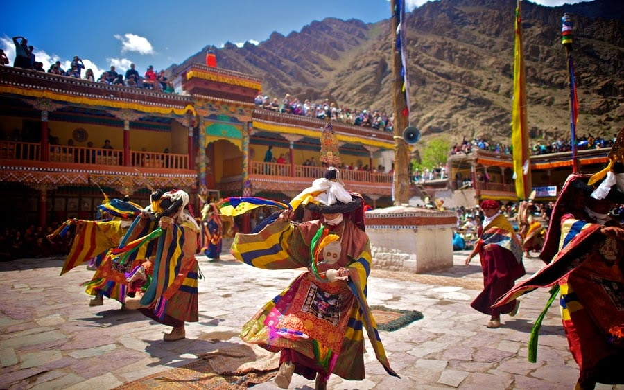 Hemis Gompa Fair Tour Package with Site Seeing