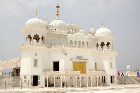 Takht Sri Keshgarh Anandpur Sahib with Naina Devi Tour Package