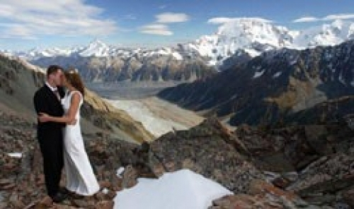Ladakh Honeymoon Package with Srinagar, Gulmarg & Sonmarg