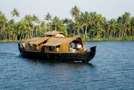 HIGHLIGHTS OF KERALA TOUR PACKAGE - Cochin Munnar Thekkady Kumarakom Alleppey - 5N-6D