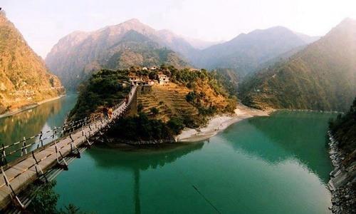 Tirthan Valley Holiday Trekking Resort Guide