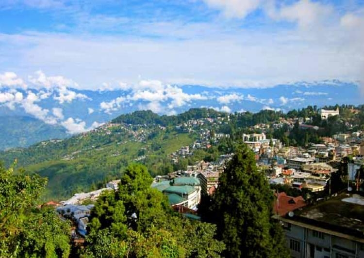Darjeeling Tourist Guide - Worlds Third Highest Mountain in Darjeeling – UNESCO World Heritage site