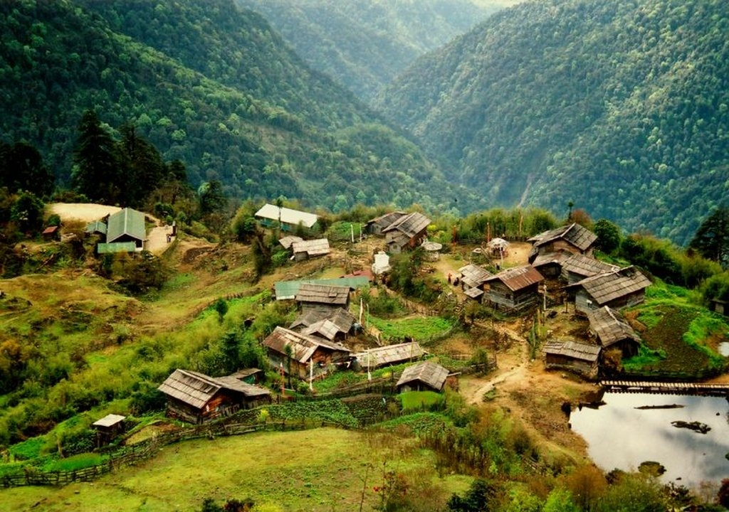 Lachung Tourist Guide –Snow Capped Mountain Village of Sikkim