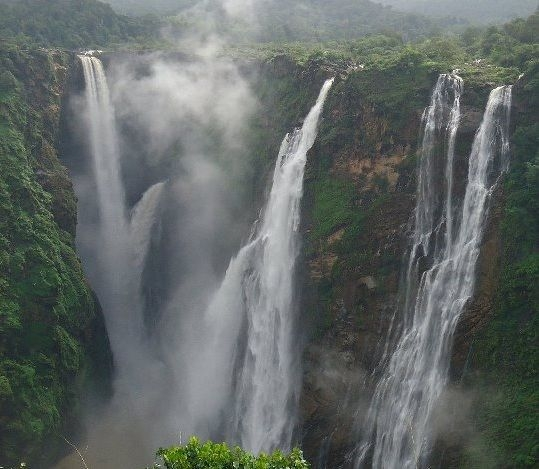 Shimoga Tourist Guide - Holiday in Hill Station of Majestic falls India