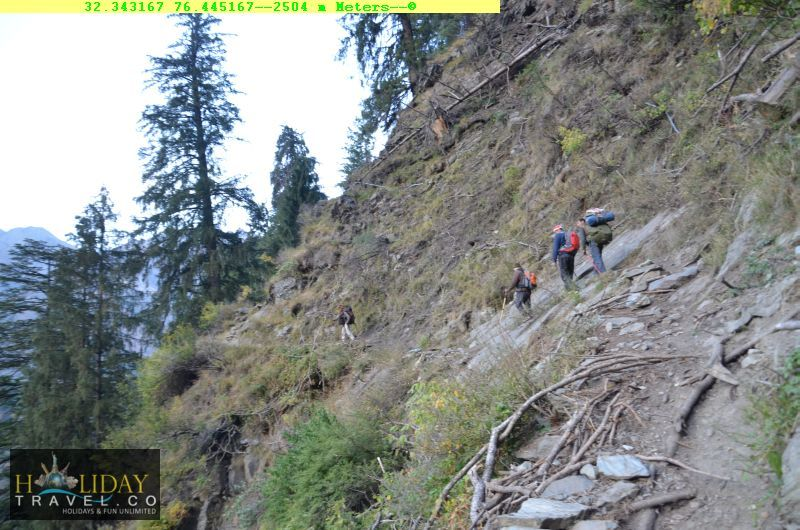 At2504meters-Trekkers-Navigating-Tough-patch-Before-Quarsi-IndraharPass-From-ChaataParaoCamp-To-QuarsiVillage-Trek050
