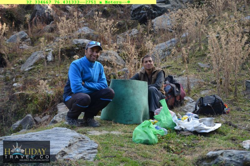 At2751meters-CookingTime-In-MandaraCamp-before-QuarsiVillage-IndraharPass-From-ChaataParaoCamp-To-QuarsiVillage-Trek017