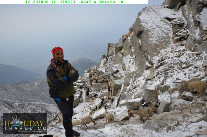 Indrahar-pass-Trek-Guide-At4247Meters-MostToughestZone-IndraharPass-You-Needtopassthrough-a-ThinZone