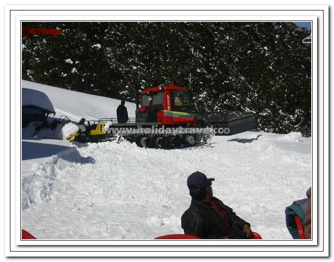 Auli - Snow Movers in Action