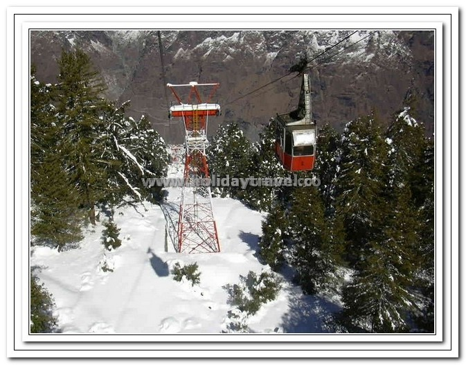 Auli - Gigantic Towers suporting the Cable cars enroute to Top-1