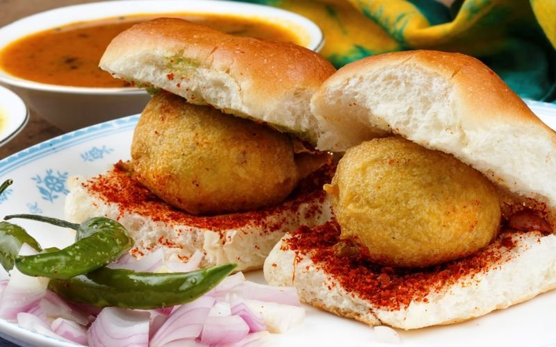 Famous food to eat in Mumbai