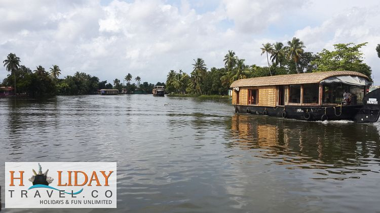HouseBoat-In-Alleppey-Back-Waters