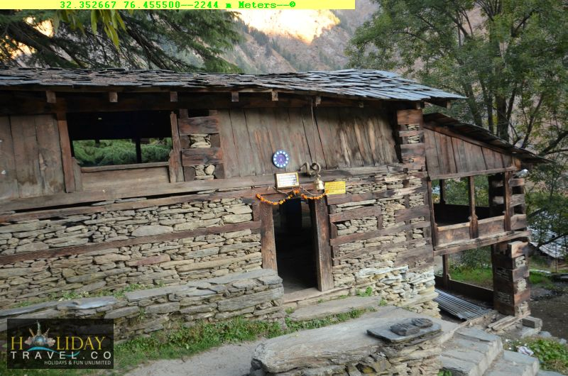 IndraharPassTrek-NagDevta-Temple-QuarsiVillageHomeStay-For-TiredTrekkers