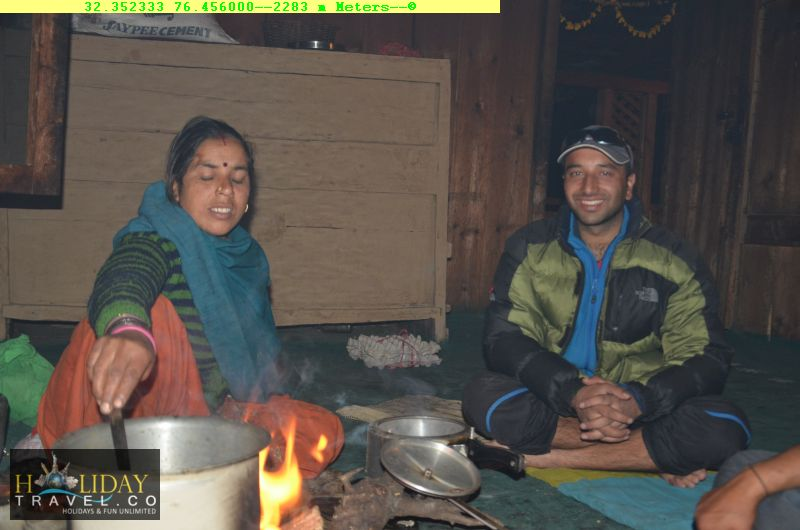 IndraharPassTrek-Reached-QuarsiVillageHomeStay-DeliciousFood-For-TiredTrekkers-Finally-A-Hot-Meals-After-5-days