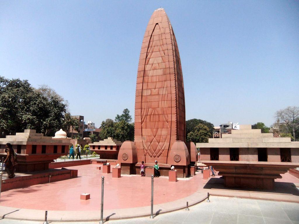 jallianwala bagh Amritsarholy city the city of golden temple, durgiana temple, jallianwala bagh, guru nanak dev university, khalsa college.