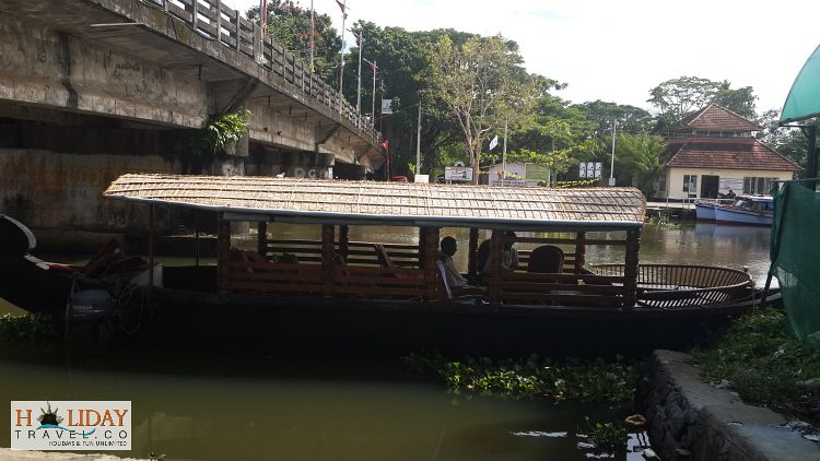 Jetty-For-Catching-Boat-to-Coconut-Lagoon-Kumarakom
