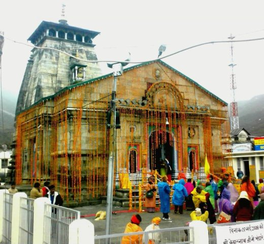 Kedarnath-Lord-Shiva-Temple-Decorated-with-Flowers