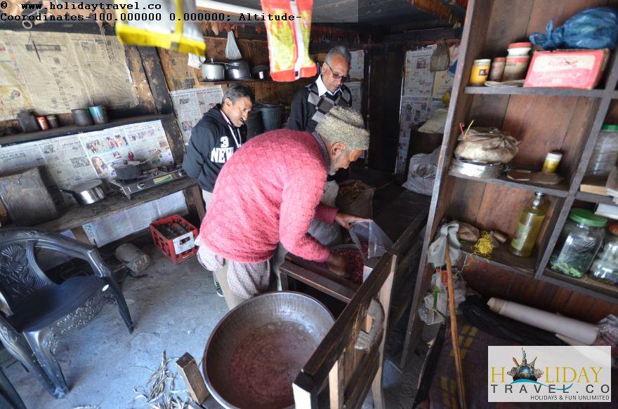 Lohardi-Village-Traditional-Old-Shop-Gave-Fresh-Rajma-On-Special-Request