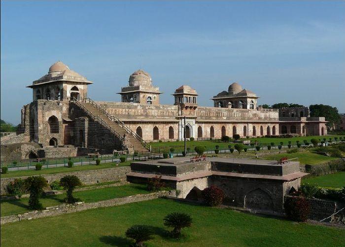 Mandu-Jehaz-Mahal-Holidaytravel.co