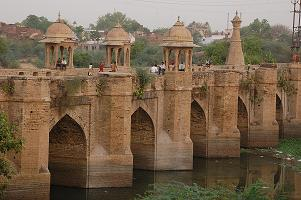 Morena_Nurabad-Ancient-Bridge