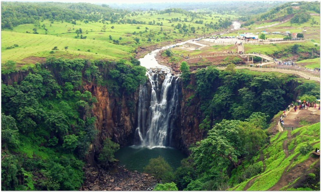 Patalpani_WaterFall_MahowFamousAttraction