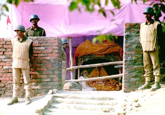 Ram-Janma-Bhoomi-Makeshift-Temple