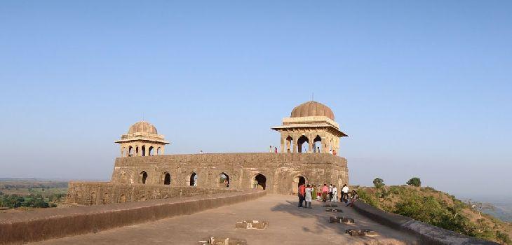 Mandu-Rani-Rupmati-Mahal-Holidaytravel.co