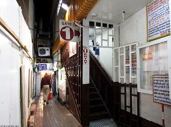 dubai-hindu-temple-stairs