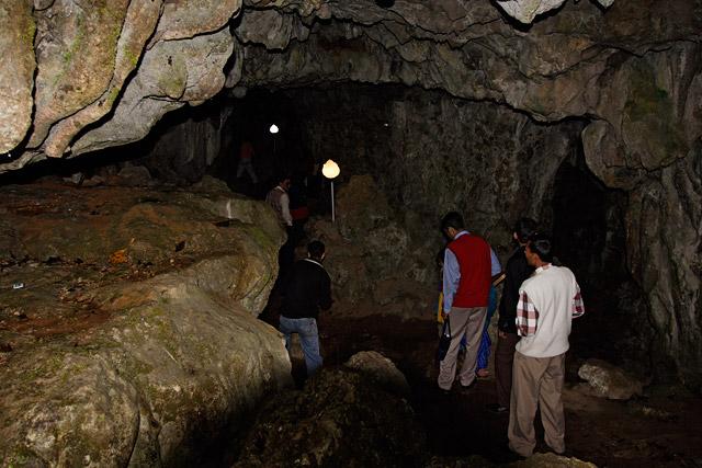 meghalaya_caves