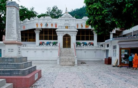 sivananda-ashram-rishikesh-india